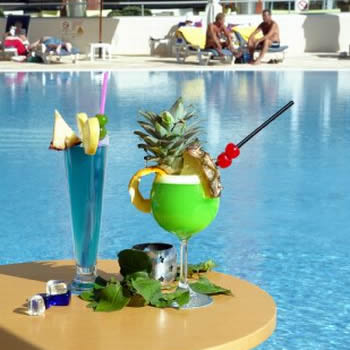Levante_club_hotel_swim