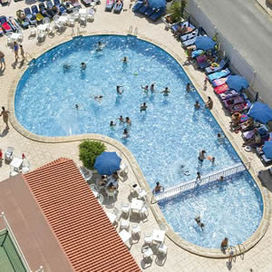 cabana_hotel_swimming_pool