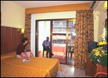 condal_hotel_room