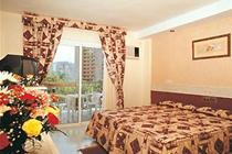 diplomatic_hotel_room